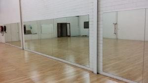 Зеркала для зала больших размеров
